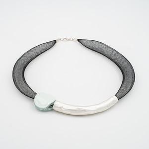 collar barroque blanco plateado de frente