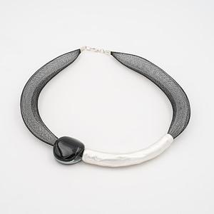 collar barroque negro plateado de frente