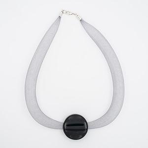 collar galatea con vidrio negro y malla clara visto de arriba