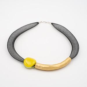 collar barroque amarillo dorado de frente