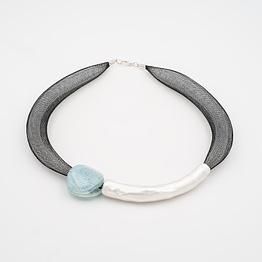 collar barroque azul claro plateado de frente
