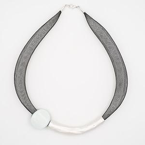 collar barroque blanco plateado de arriba