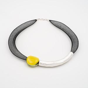 collar barroque amarillo plateado de frente