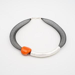 collar barroque naranja plateado de frente