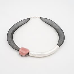 collar barroque rosa plateado de frente